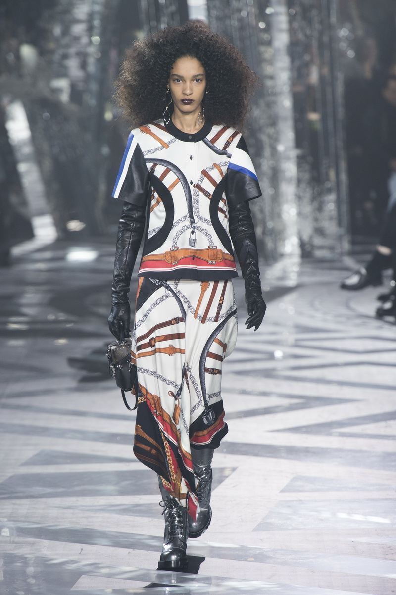 """""""LOUIS VUITTON Women Collection Fall-Winter 2016/2017 © Louis Vuitton Malletier – All rights reserved"""""""