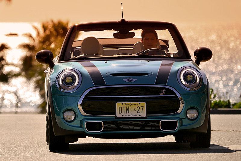 De nieuwe MINI Cabrio. Nieuwe specificaties en afbeeldingen