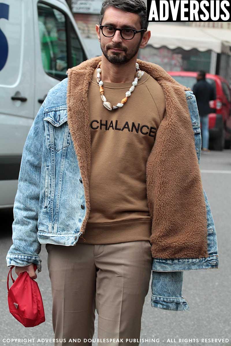 Street style 2018. Jeans met camel