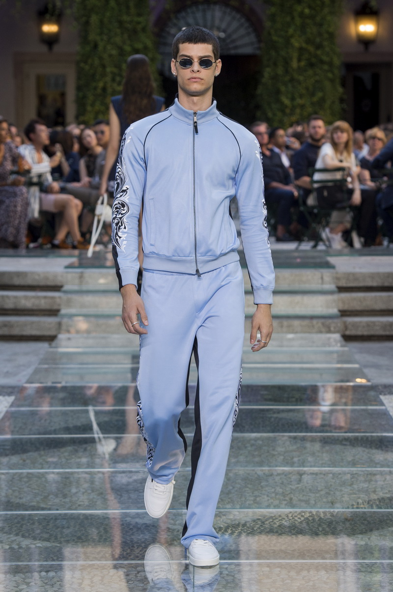 Mode trends man 2018. Versace lente zomer 2018. Photo: Versace