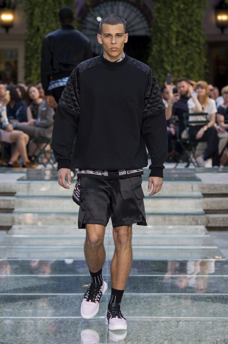 Mode trends man 2018. Versace lente zomer 2018. Photo: Versace