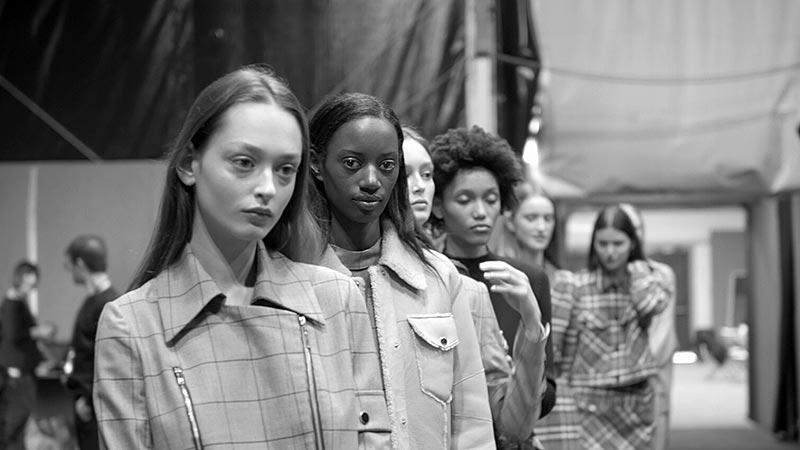 Fashion Week Video. Ga mee backstage bij de modeshows!