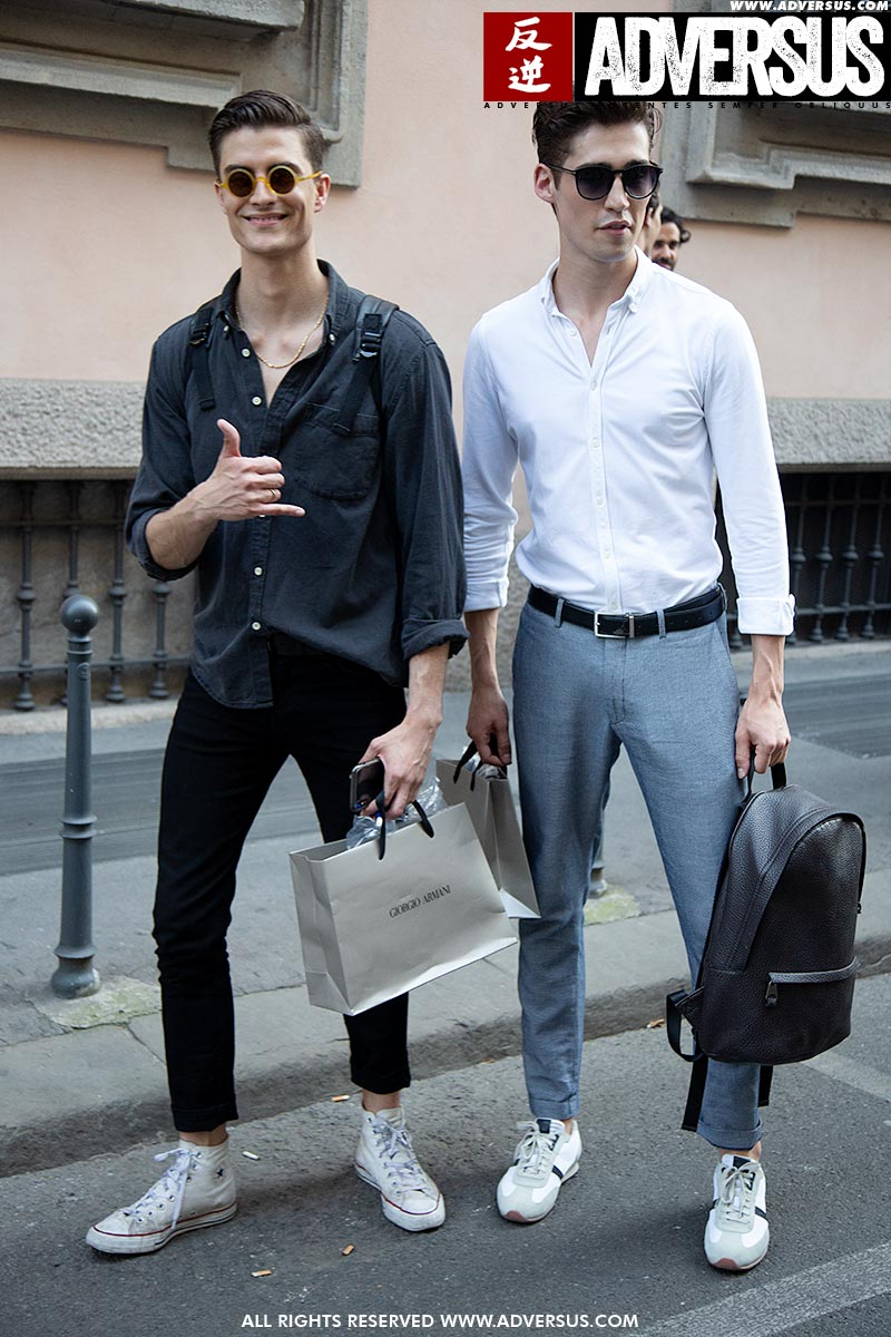 Mannelijke modellen bij de show van Giorgio Armani zomer 2019 2020