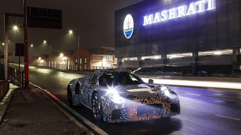 Nieuwe gecamoufleerde Maserati gespot in Modena - motor 100% 'by Maserati'