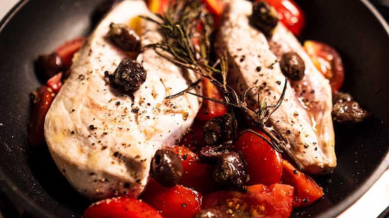 Kip op z'n Mediterraans. Gemakkelijk, lekker en vooral caloriearm! Dit is je eerste stap op weg naar een strak(ker) lijf