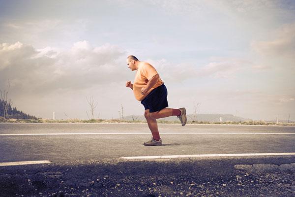 Afslanktips voor luie mannen met overgewicht (die de zomer in vorm tegemoet willen zien)