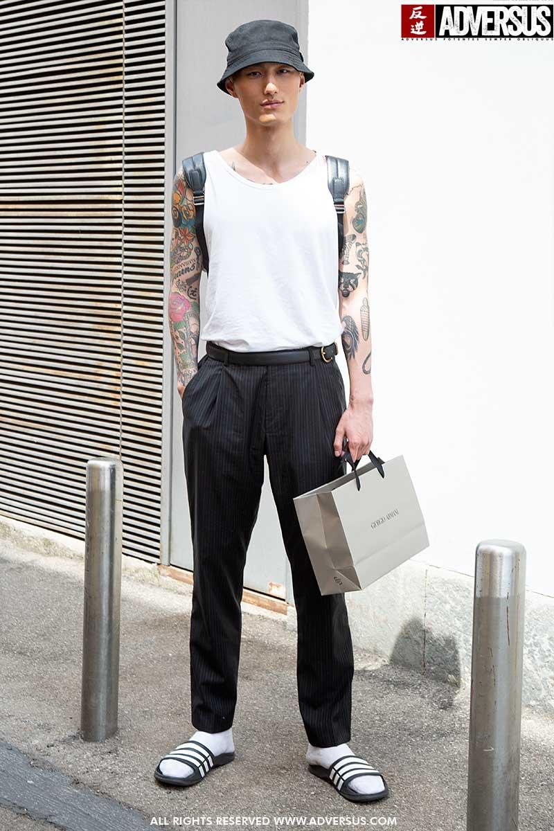 Streetstyle mode zomer 2020. Sandalen met sokken