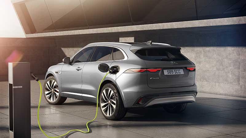 Nieuwe Jaguar F-PACE: luxe, connected en met elektrische aandrijving