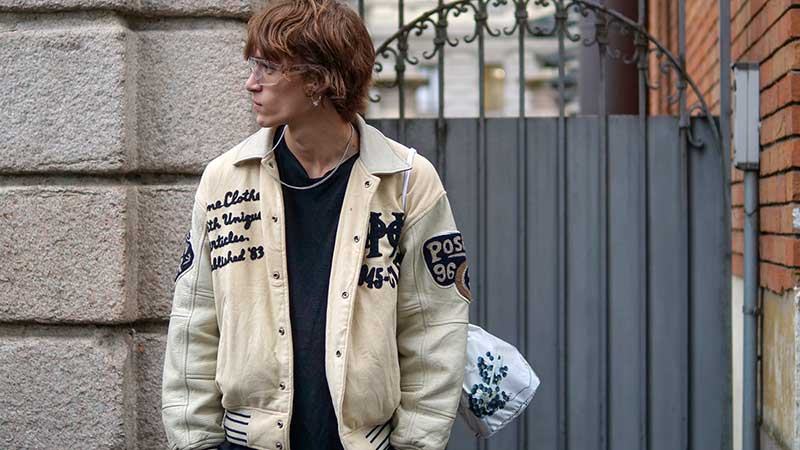 Streetstyle mode trends winter 2020 2021. Bomber jacket