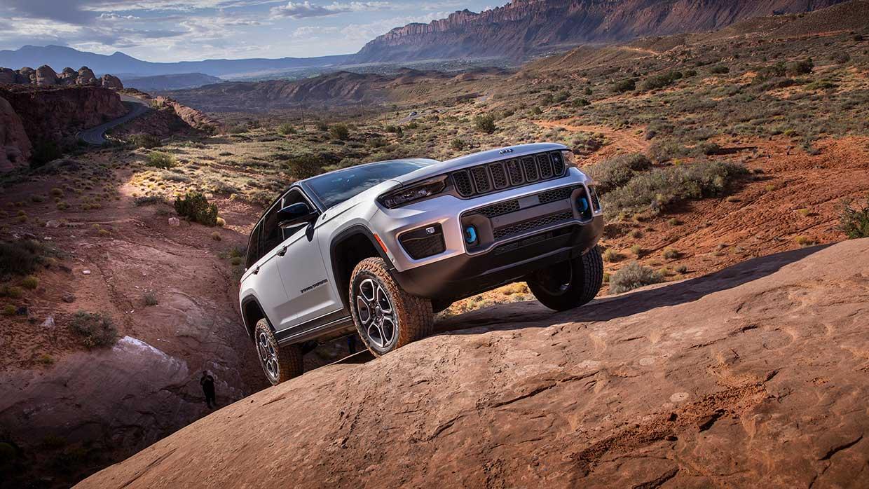 Nieuwe Jeep® Grand Cherokee is de meest technologisch geavanceerde, 4x4 capabele en luxueuste Grand Cherokee ooit